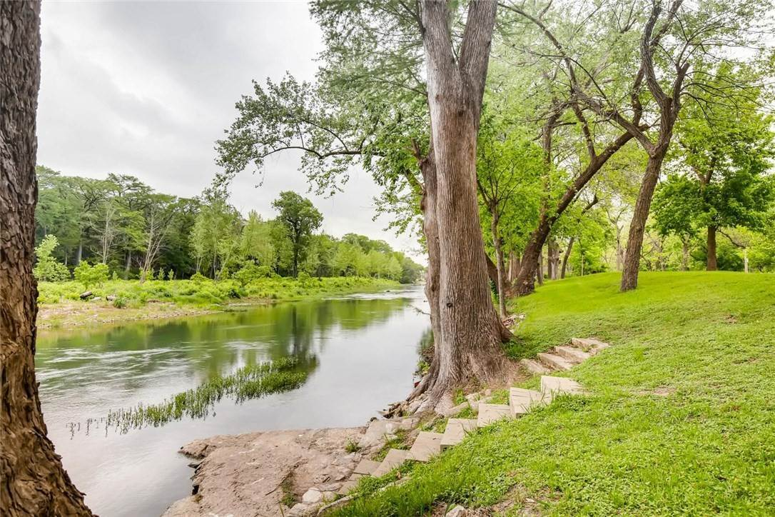 Land for Sale at 1390 ErvendbergAvenue New Braunfels, Texas 78130 United States