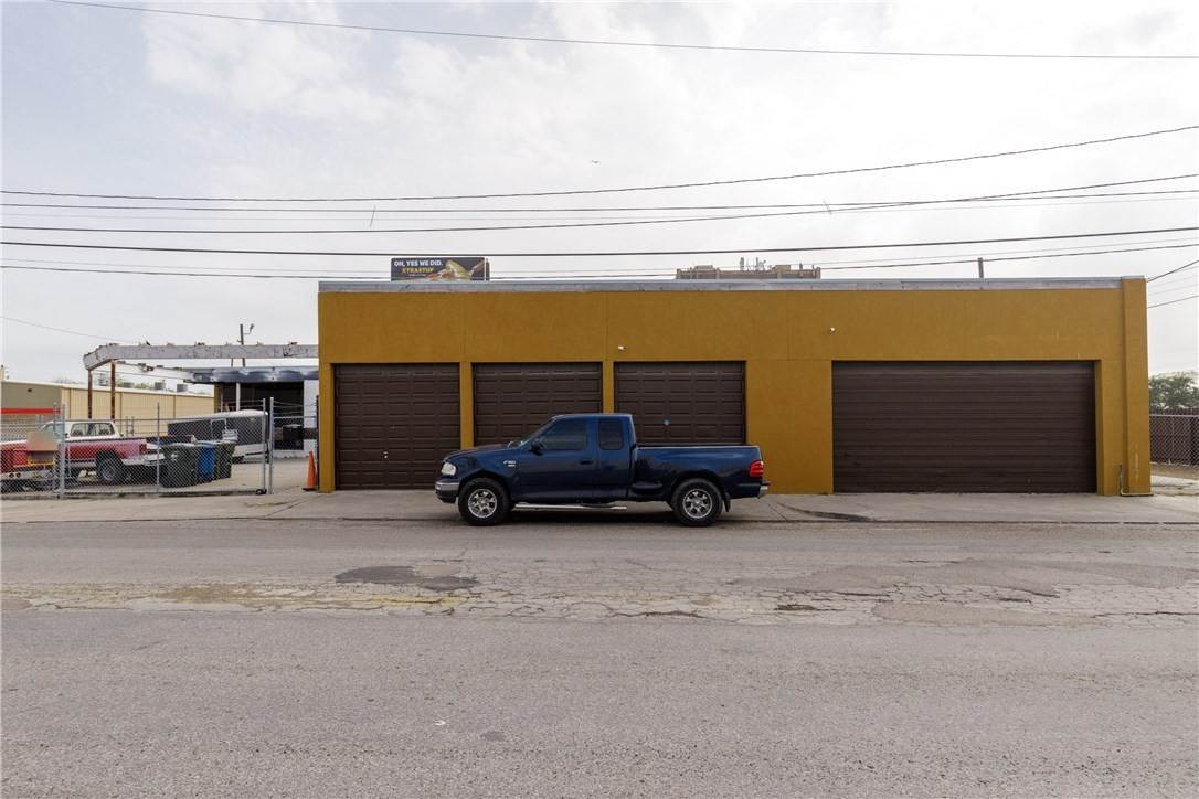 Commercial for Sale at 1501 StaplesStreet Corpus Christi, Texas 78404 United States