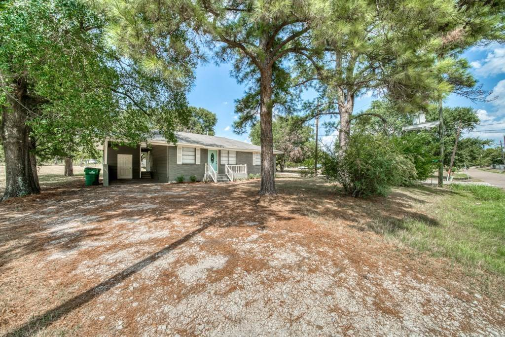 Residential for Sale at 1425 E Collard Street Madisonville, Texas 77864 United States