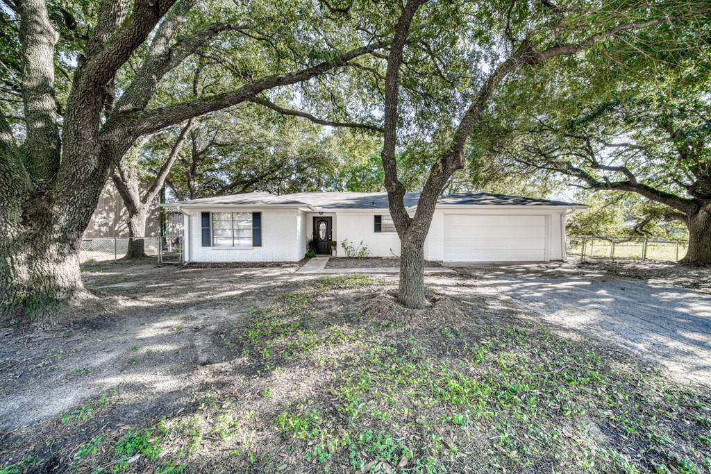 Residential for Sale at 210 E MariettaStreet Madisonville, Texas 77864 United States