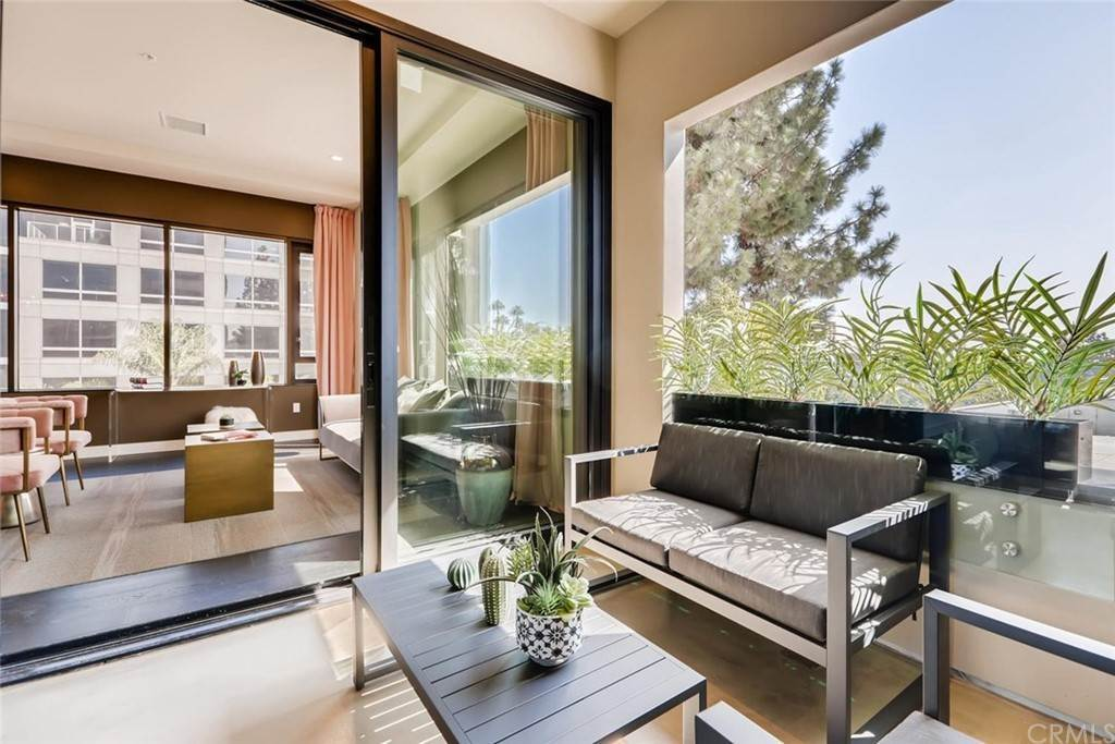15. Residential for Sale at Cordova Street Pasadena, California 91101 United States