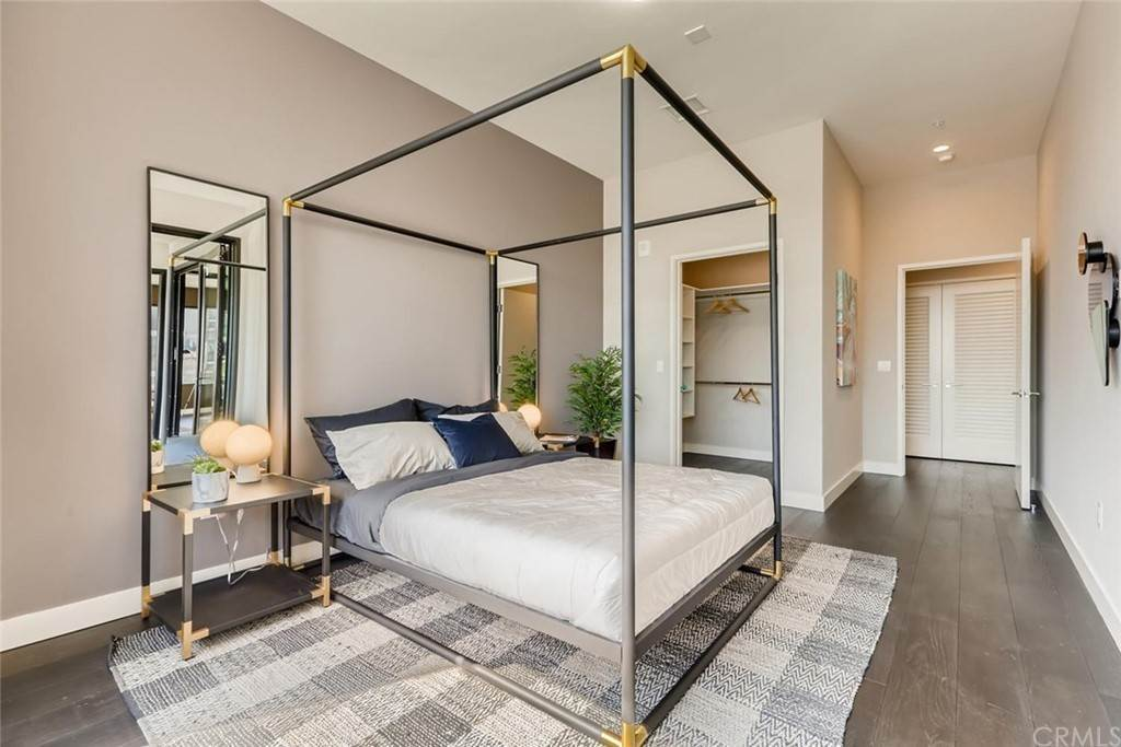 16. Residential for Sale at Cordova Street Pasadena, California 91101 United States