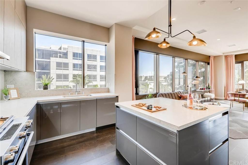 7. Residential for Sale at Cordova Street Pasadena, California 91101 United States