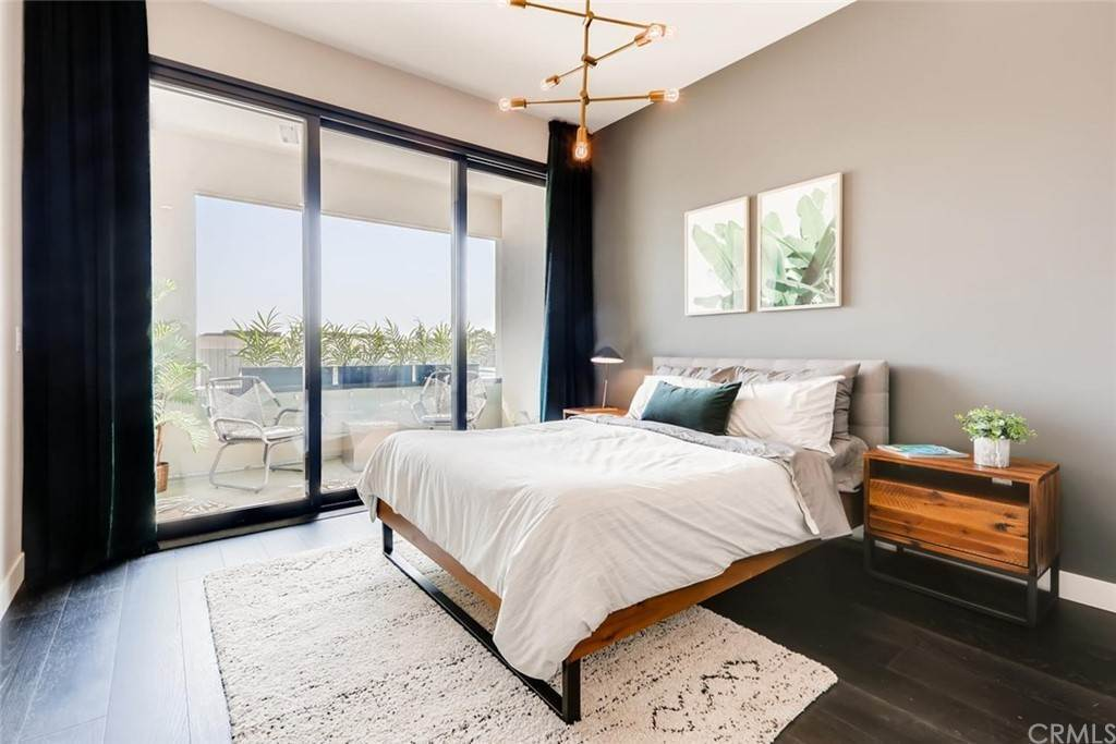 9. Residential for Sale at Cordova Street Pasadena, California 91101 United States