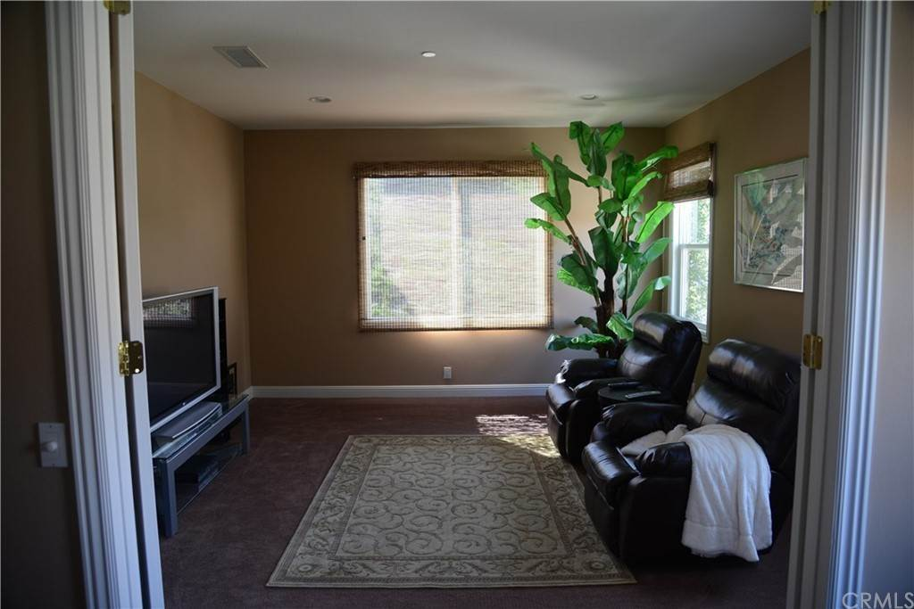 18. Residential for Sale at Knotty Oak Circle Coto De Caza, California 92679 United States