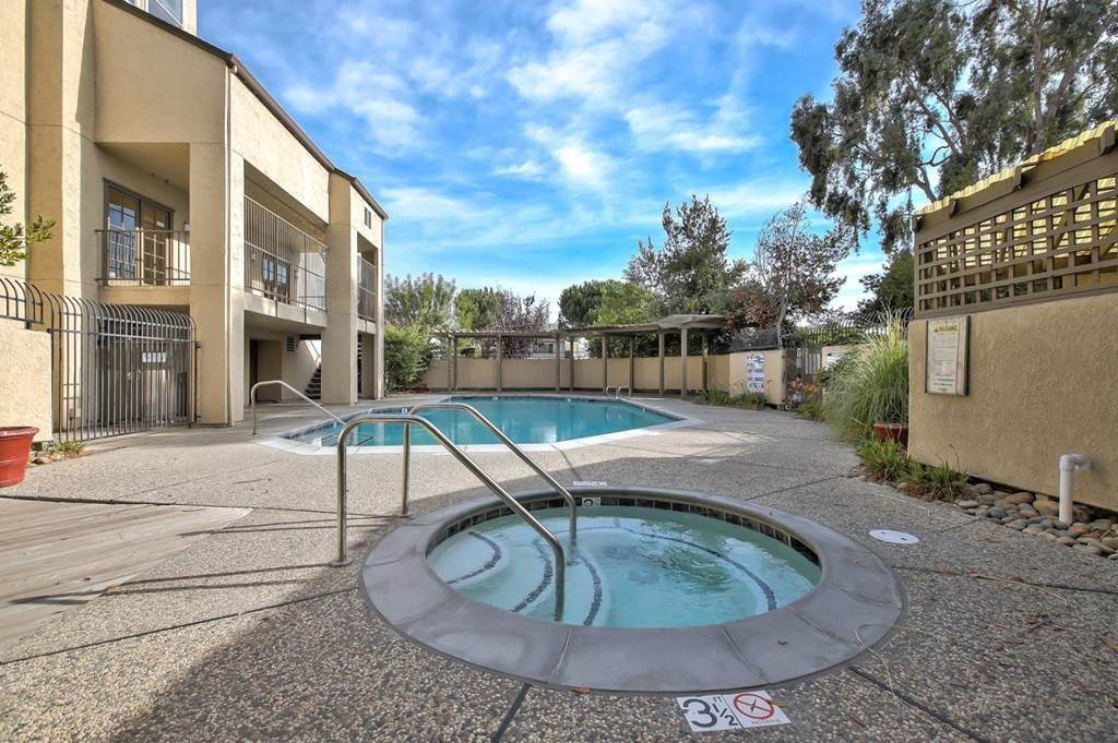 19. Residential for Sale at Vanderbilt Street Hayward, California 94544 United States