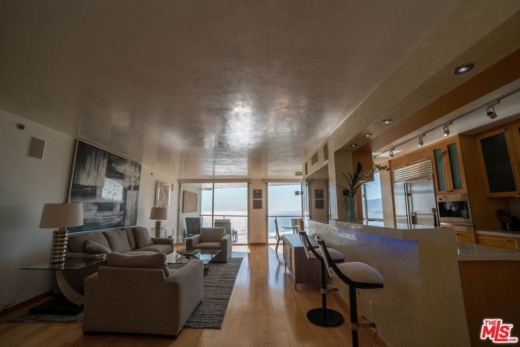 12. Residential Lease for Sale at OCEAN Avenue Santa Monica, California 90402 United States