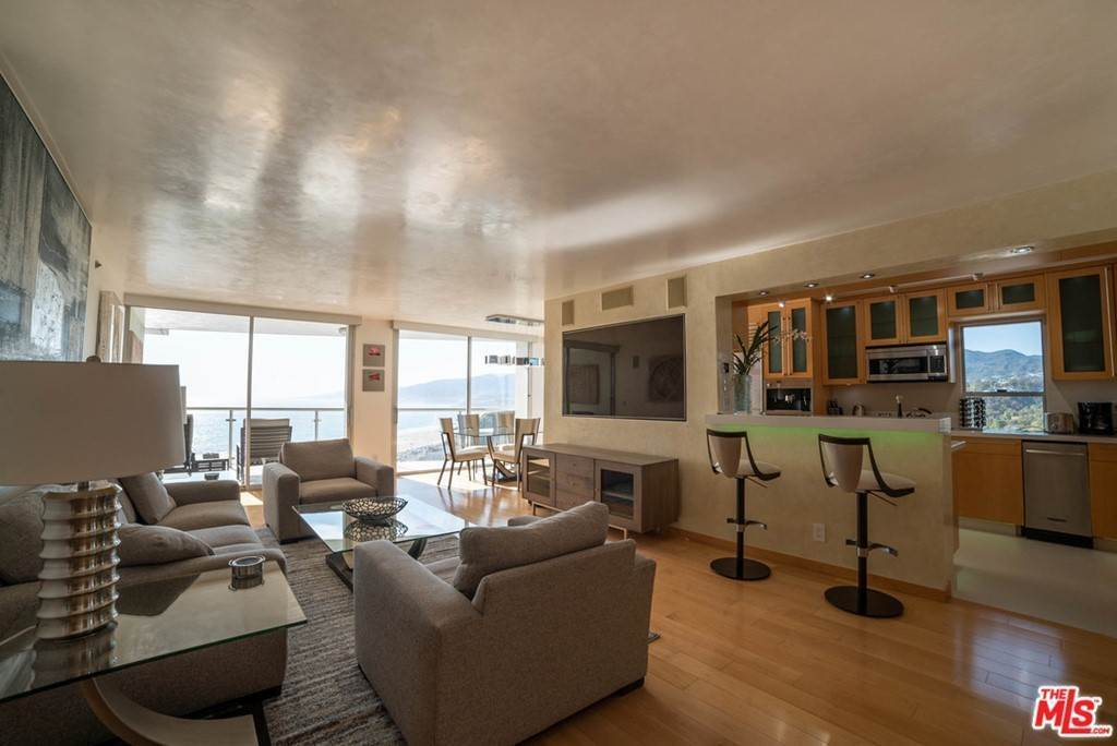 13. Residential Lease for Sale at OCEAN Avenue Santa Monica, California 90402 United States