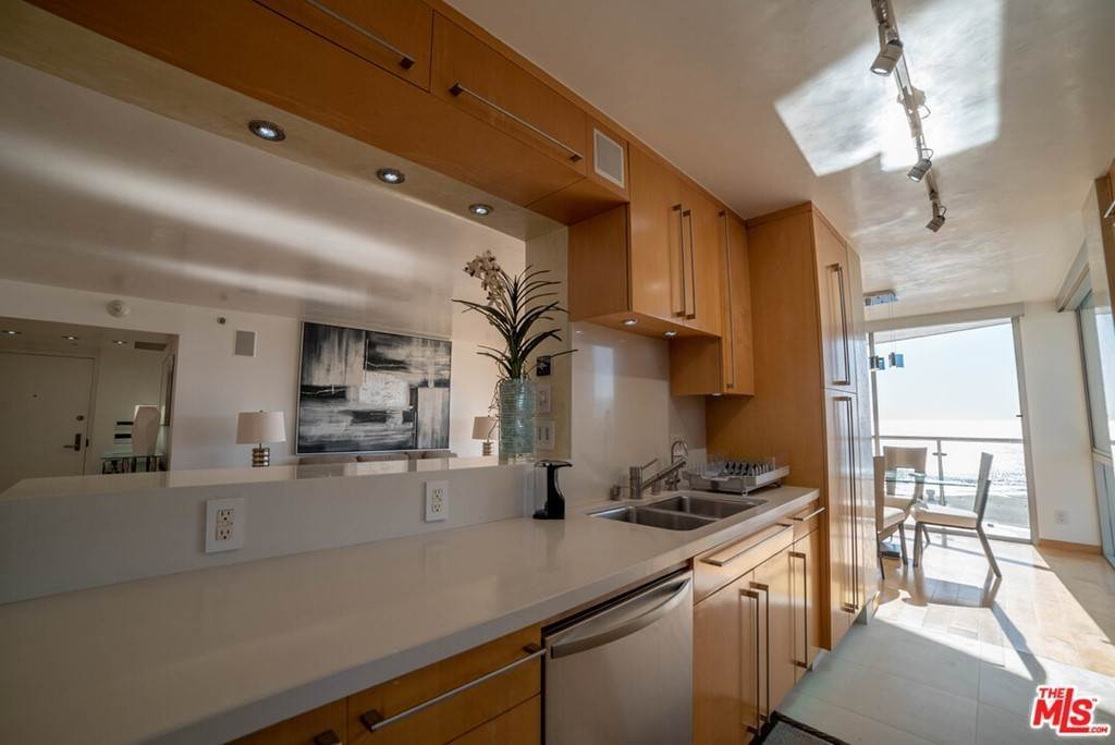17. Residential Lease for Sale at OCEAN Avenue Santa Monica, California 90402 United States