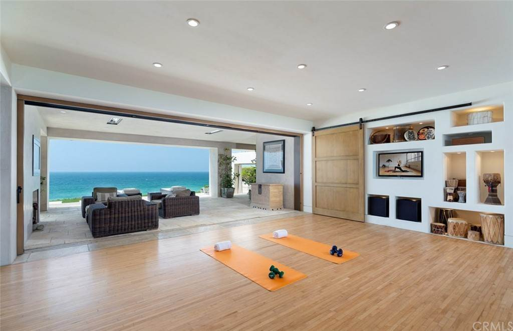 20. Residential for Sale at Strand Beach Drive Dana Point, California 92629 United States