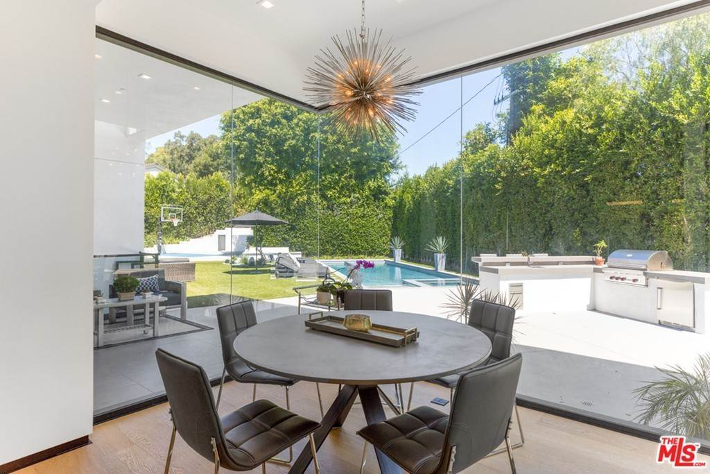 10. Residential for Sale at Homewood Way Los Angeles, California 90049 United States