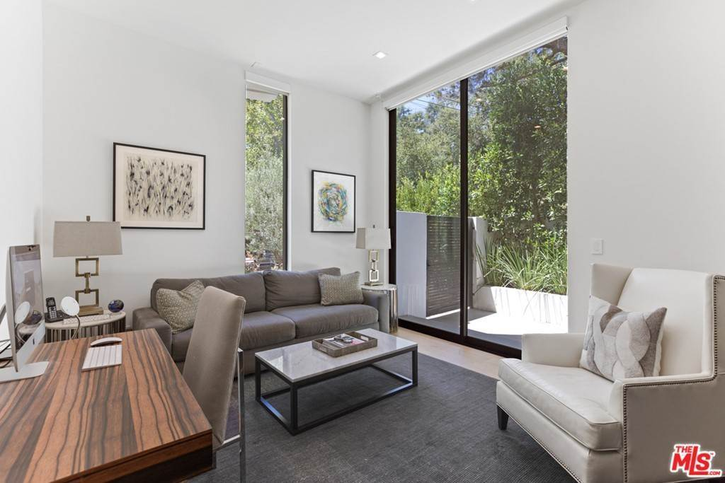 11. Residential for Sale at Homewood Way Los Angeles, California 90049 United States