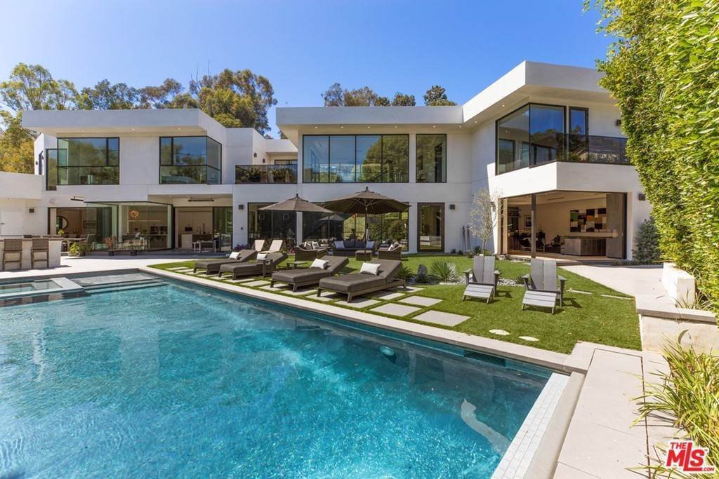 2. Residential for Sale at Homewood Way Los Angeles, California 90049 United States