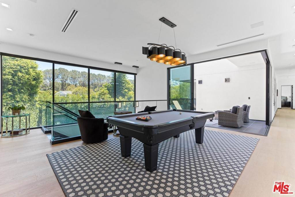 21. Residential for Sale at Homewood Way Los Angeles, California 90049 United States