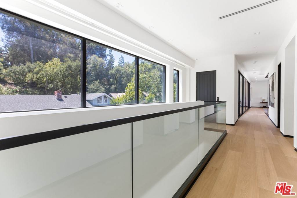 22. Residential for Sale at Homewood Way Los Angeles, California 90049 United States