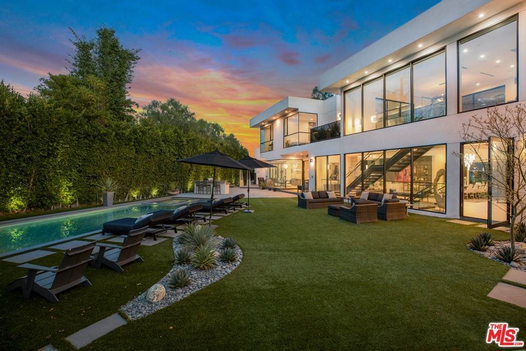 36. Residential for Sale at Homewood Way Los Angeles, California 90049 United States