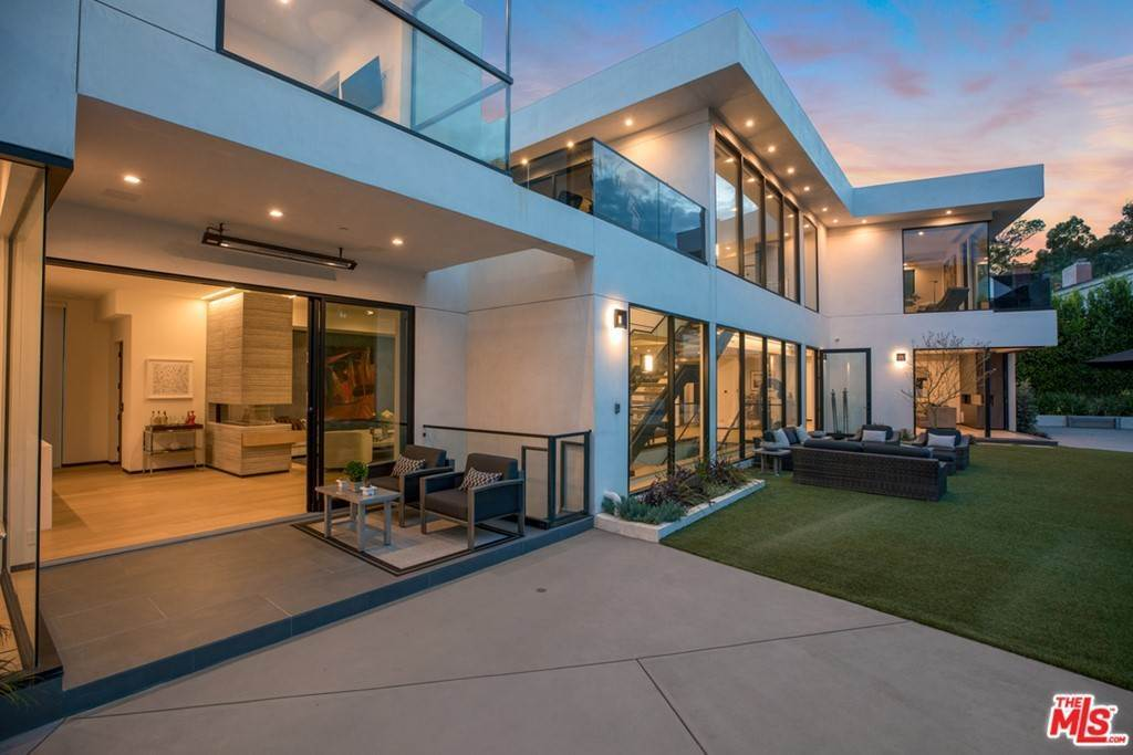 37. Residential for Sale at Homewood Way Los Angeles, California 90049 United States