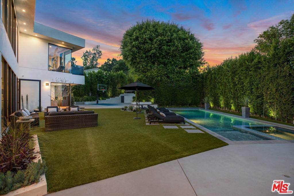 38. Residential for Sale at Homewood Way Los Angeles, California 90049 United States