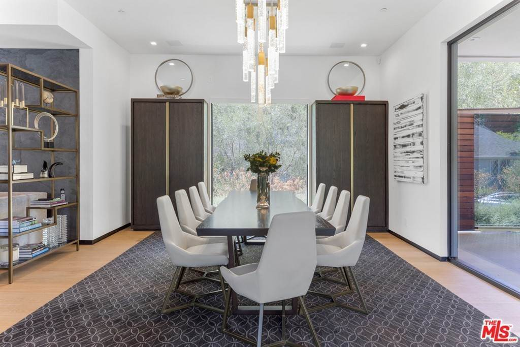 6. Residential for Sale at Homewood Way Los Angeles, California 90049 United States