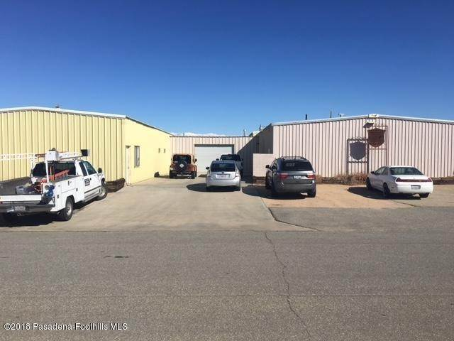 Comercial por un Venta en Curtiss Place California City, California 93505 Estados Unidos
