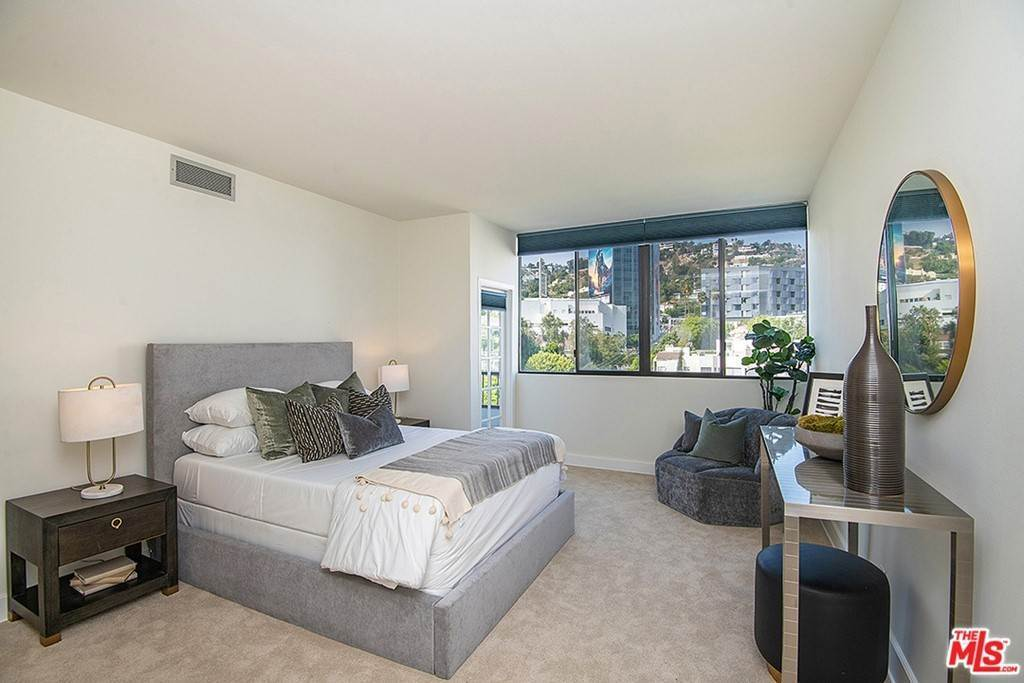 16. Residential Lease for Sale at Alta Loma Road West Hollywood, California 90069 United States