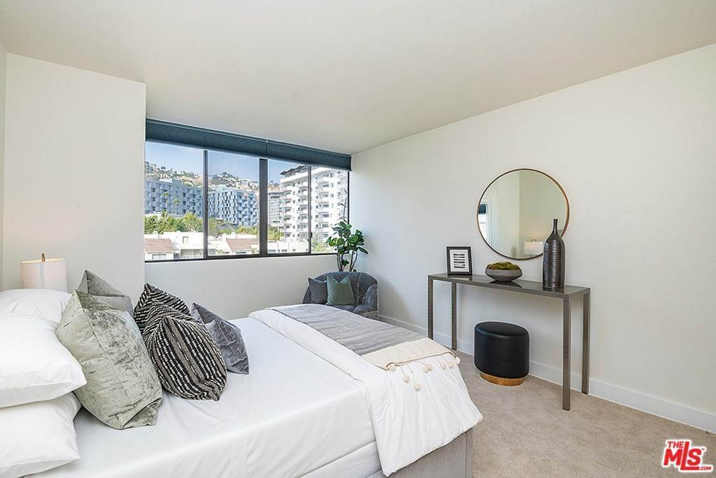 17. Residential Lease for Sale at Alta Loma Road West Hollywood, California 90069 United States