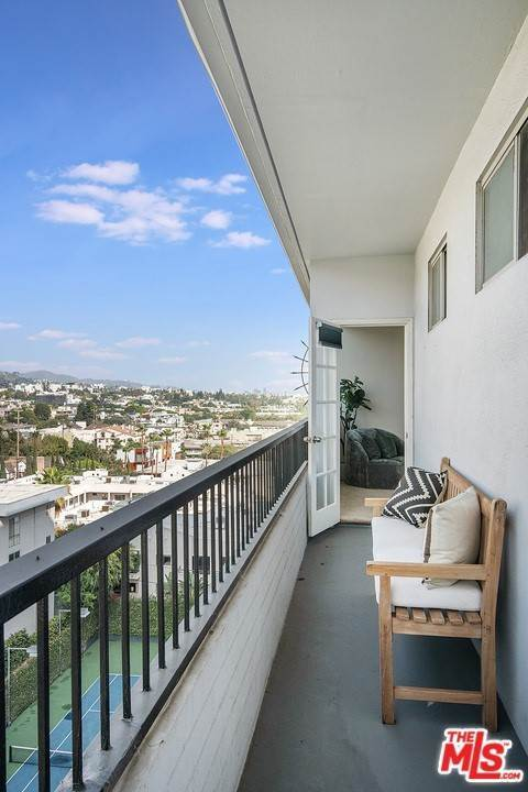 18. Residential Lease for Sale at Alta Loma Road West Hollywood, California 90069 United States