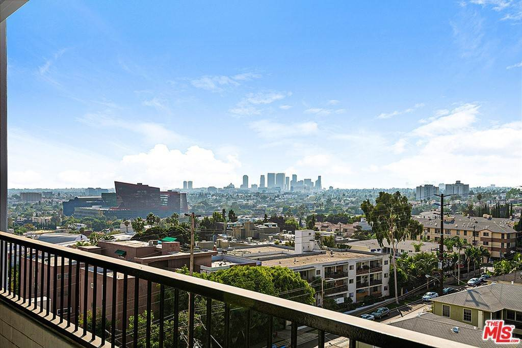 19. Residential Lease for Sale at Alta Loma Road West Hollywood, California 90069 United States