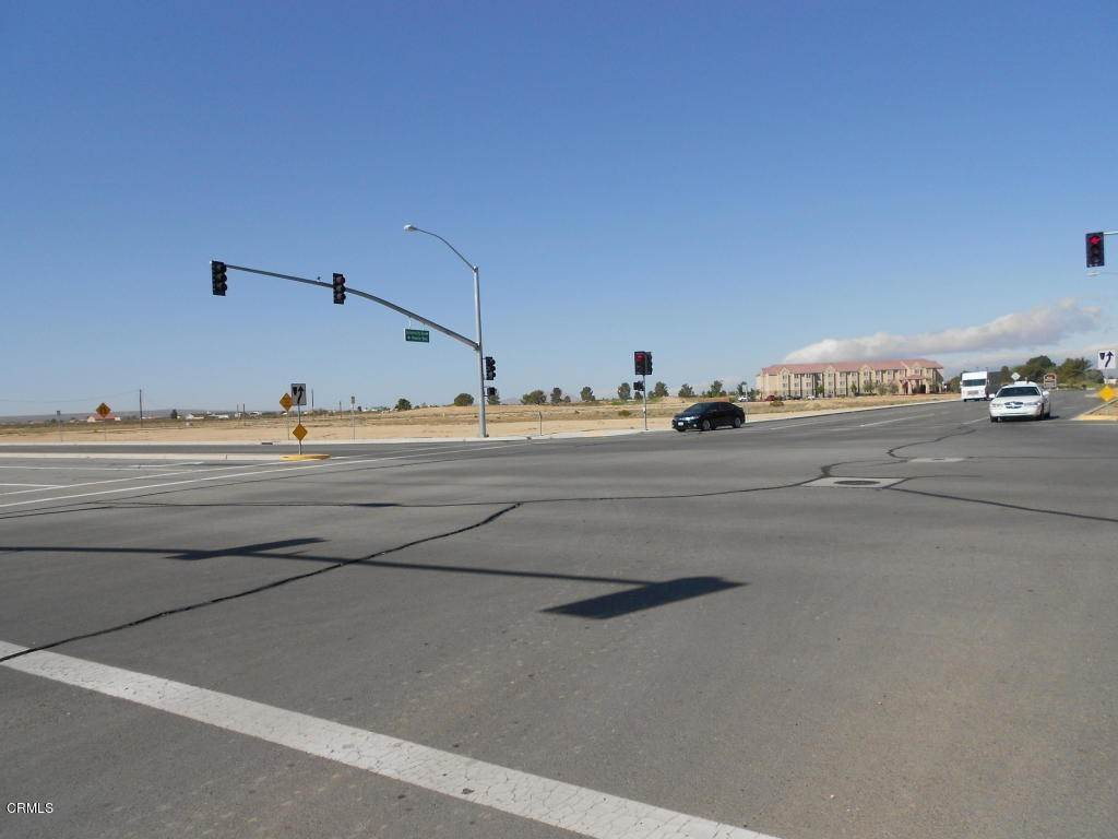 Comercial por un Venta en California City Blvd Boulevard California City, California 93505 Estados Unidos