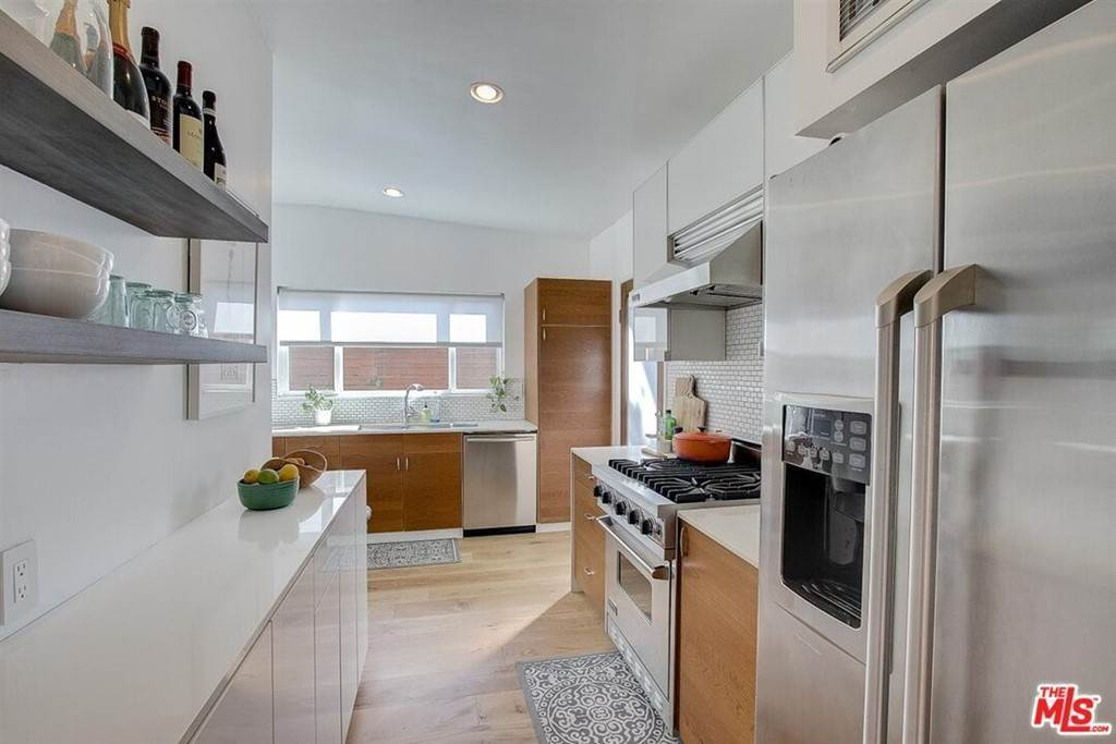 10. Residential for Sale at Tuller Avenue Los Angeles, California 90034 United States