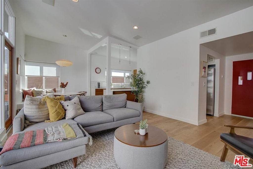 4. Residential for Sale at Tuller Avenue Los Angeles, California 90034 United States