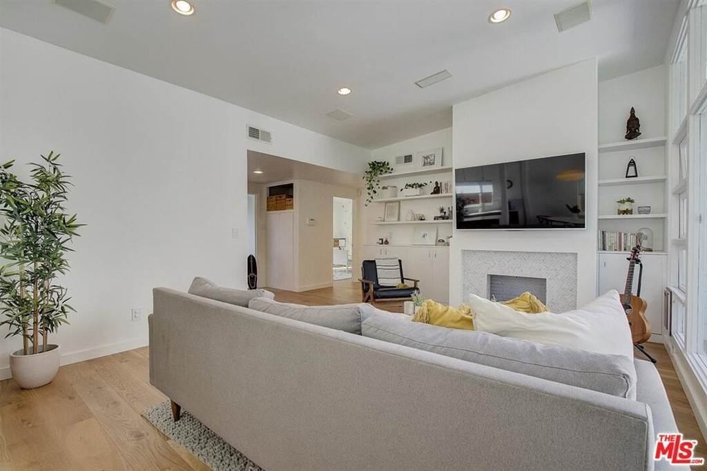 5. Residential for Sale at Tuller Avenue Los Angeles, California 90034 United States