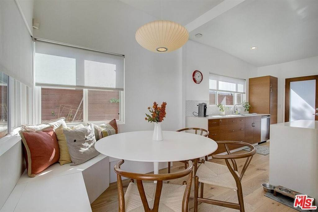 7. Residential for Sale at Tuller Avenue Los Angeles, California 90034 United States