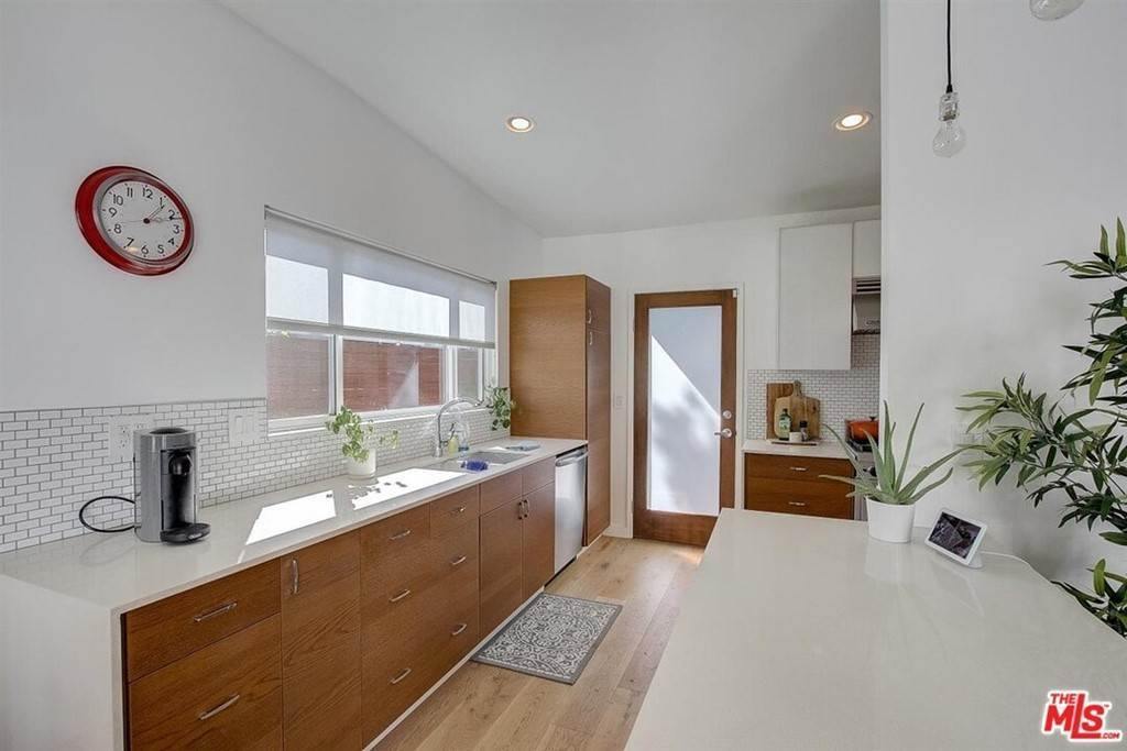 8. Residential for Sale at Tuller Avenue Los Angeles, California 90034 United States