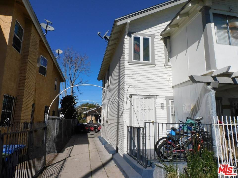 16. Residential Income for Sale at W 46Th Street Los Angeles, California 90037 United States