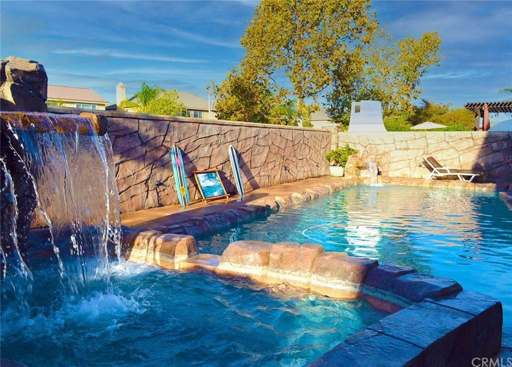 6. Residential for Sale at Pintail Loop Eastvale, California 92880 United States