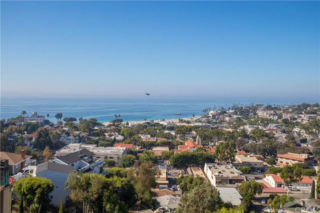 2. Residential for Sale at Hilledge Drive Laguna Beach, California 92651 United States