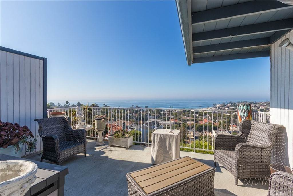 5. Residential for Sale at Hilledge Drive Laguna Beach, California 92651 United States