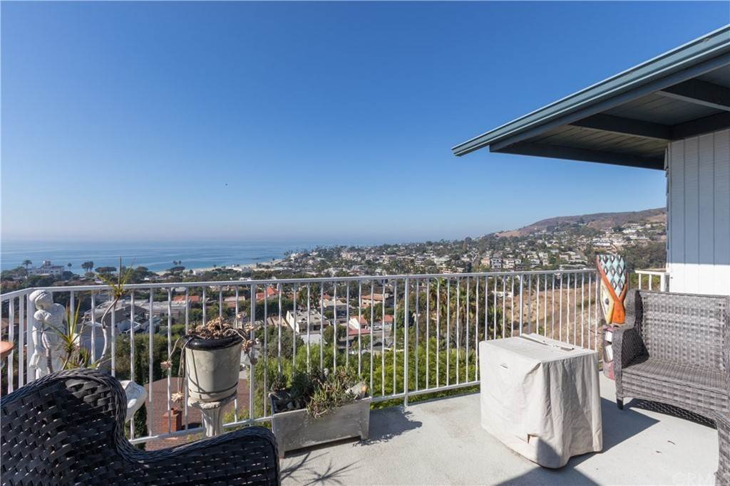 6. Residential for Sale at Hilledge Drive Laguna Beach, California 92651 United States