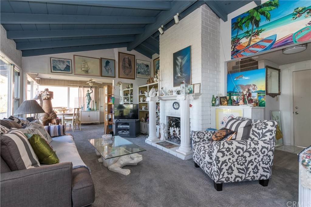 7. Residential for Sale at Hilledge Drive Laguna Beach, California 92651 United States