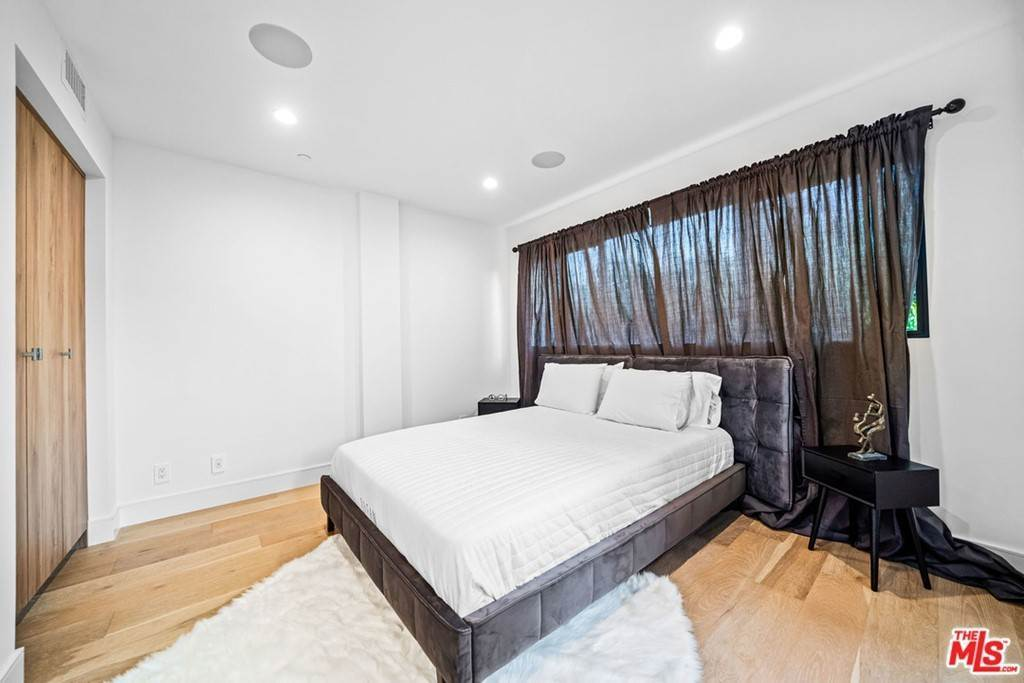 21. Residential Lease at 1/4 N Martel Avenue Los Angeles, California 90046 United States