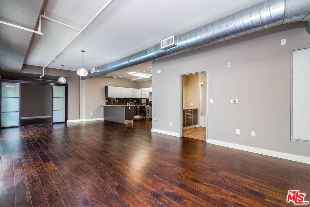 17. Residential Lease at W 9Th Street Los Angeles, California 90015 United States