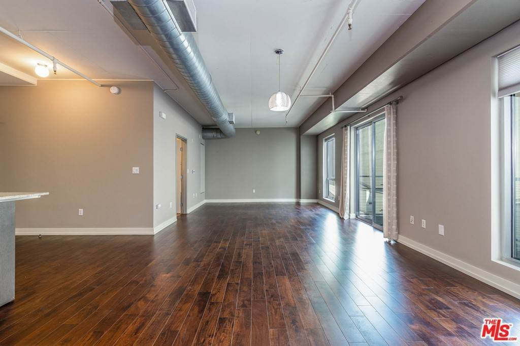 20. Residential Lease at W 9Th Street Los Angeles, California 90015 United States