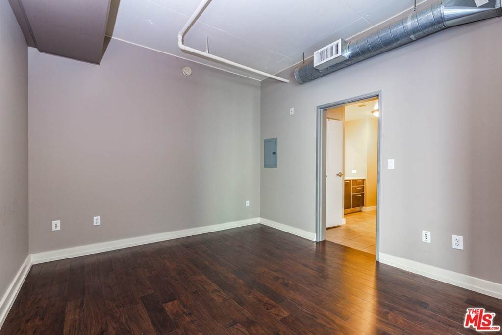 21. Residential Lease at W 9Th Street Los Angeles, California 90015 United States