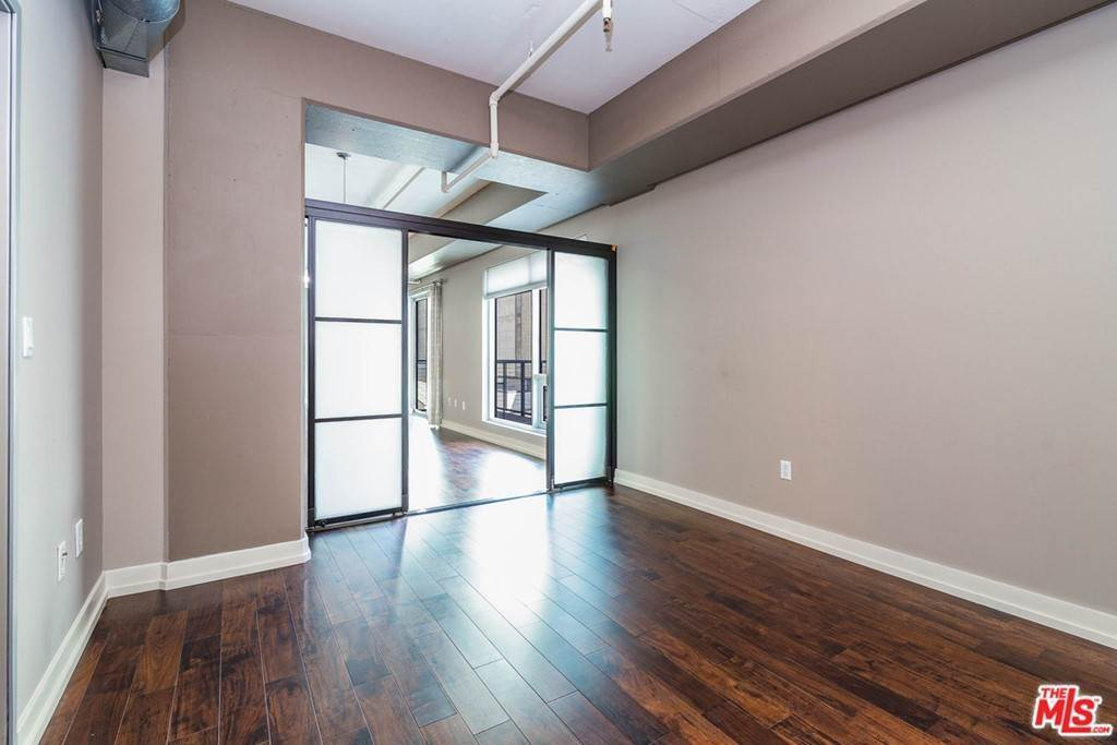 22. Residential Lease at W 9Th Street Los Angeles, California 90015 United States