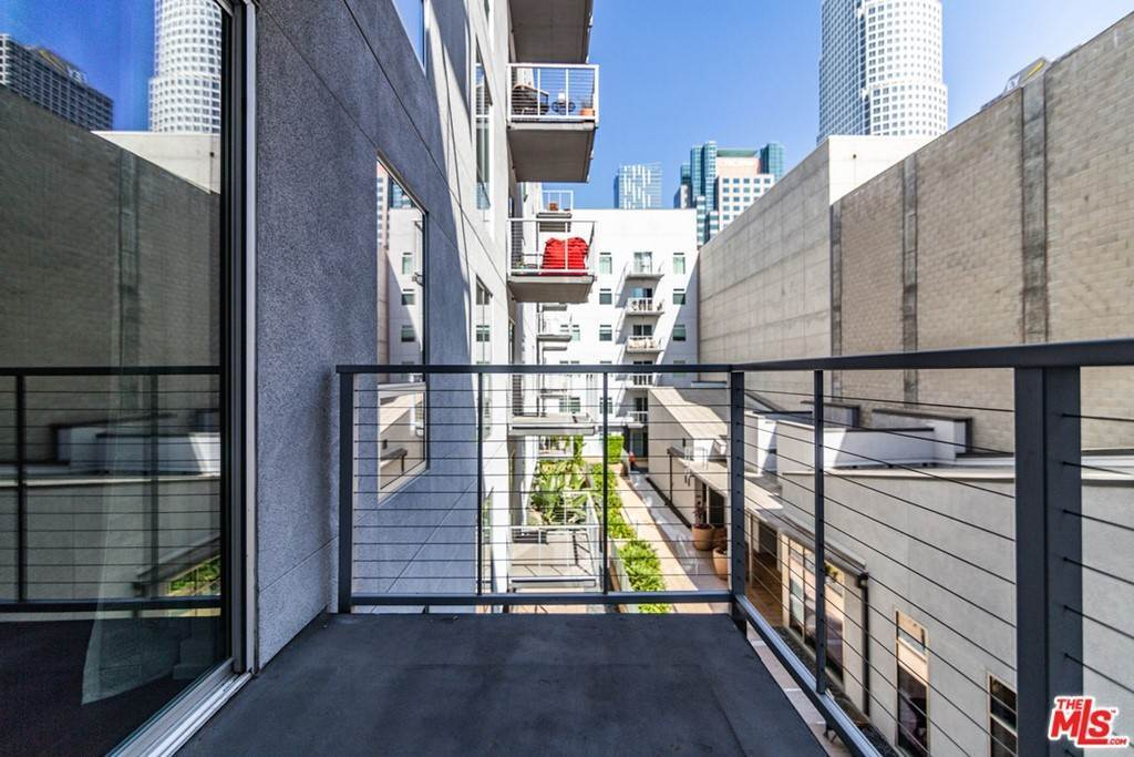 33. Residential Lease at W 9Th Street Los Angeles, California 90015 United States