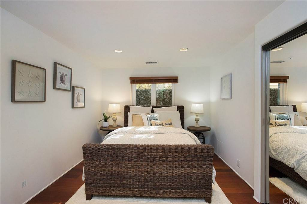 19. Residential for Sale at Pine Street Huntington Beach, California 92648 United States
