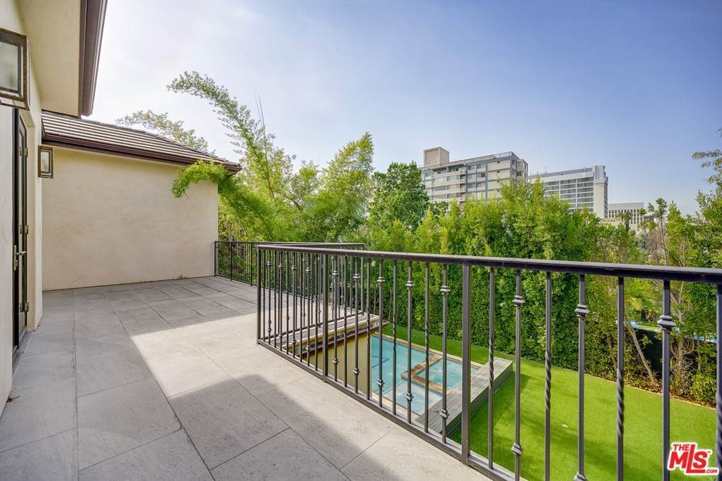 31. Residential Lease for Sale at Malcolm Avenue Los Angeles, California 90024 United States