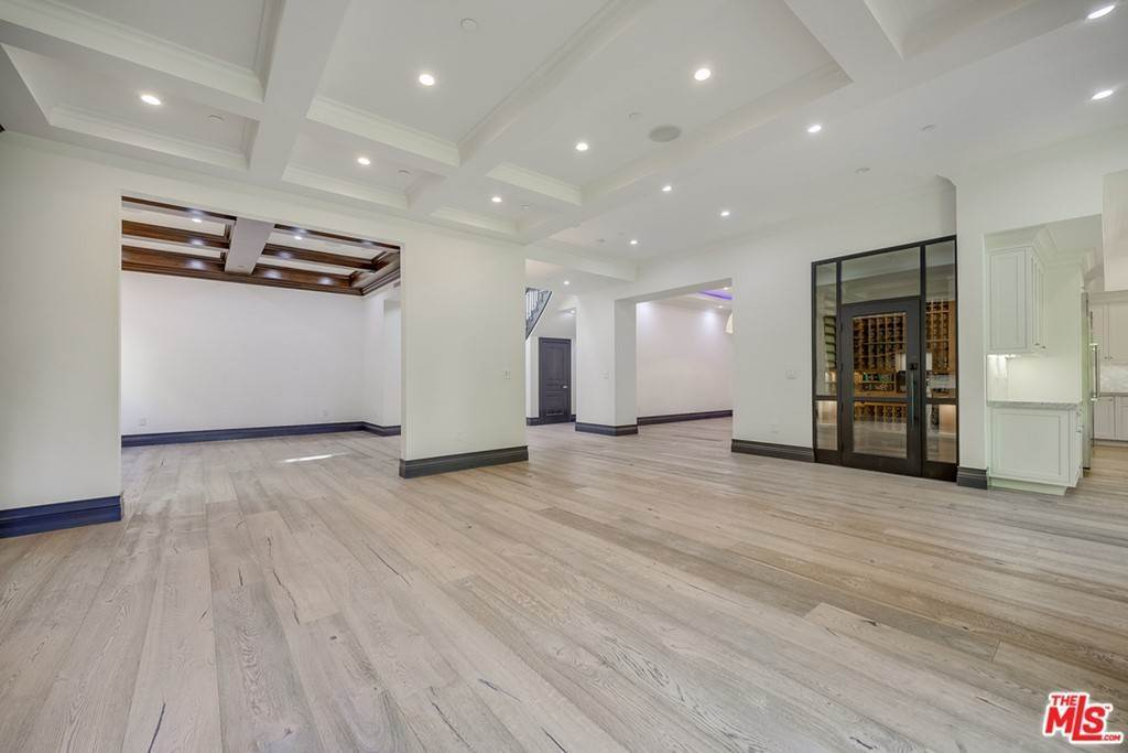 9. Residential Lease for Sale at Malcolm Avenue Los Angeles, California 90024 United States