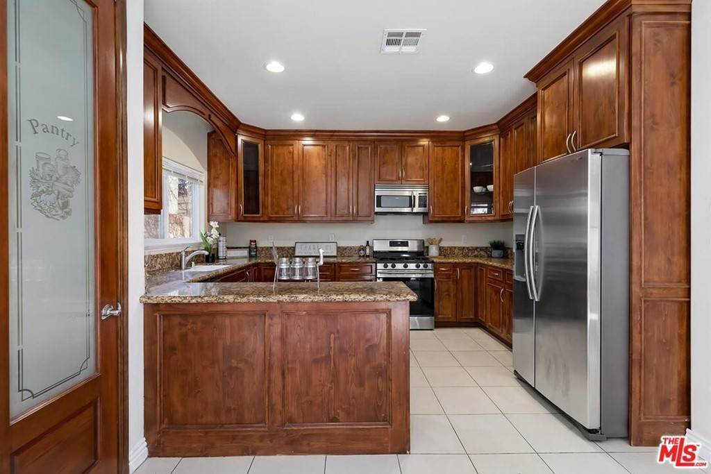 13. Residential for Sale at S La Cienega Boulevard S La Cienega Boulevard Los Angeles, California 90016 United States